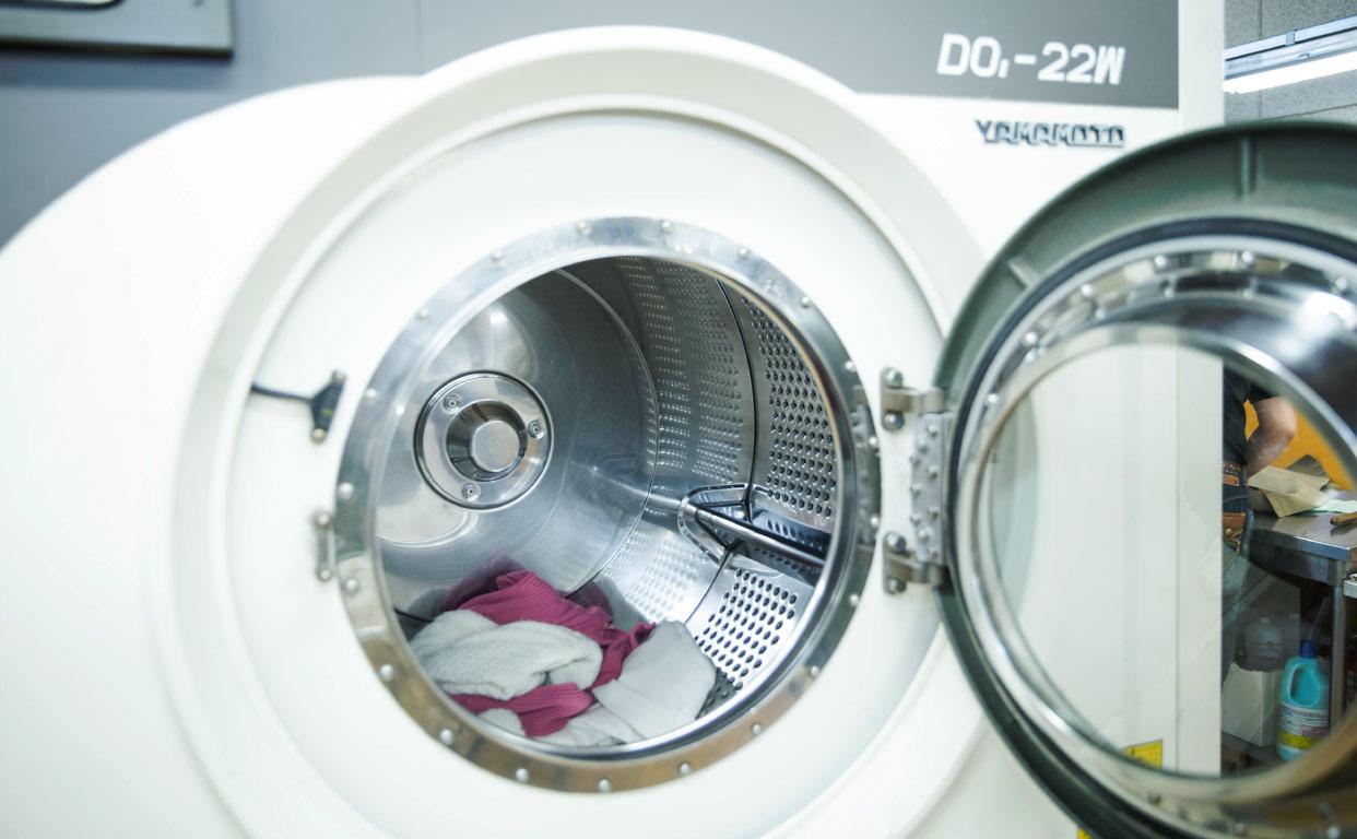 ドライクリーニングとランドリー(水洗い)、何が違う?洗い方の工程をプロが解説!