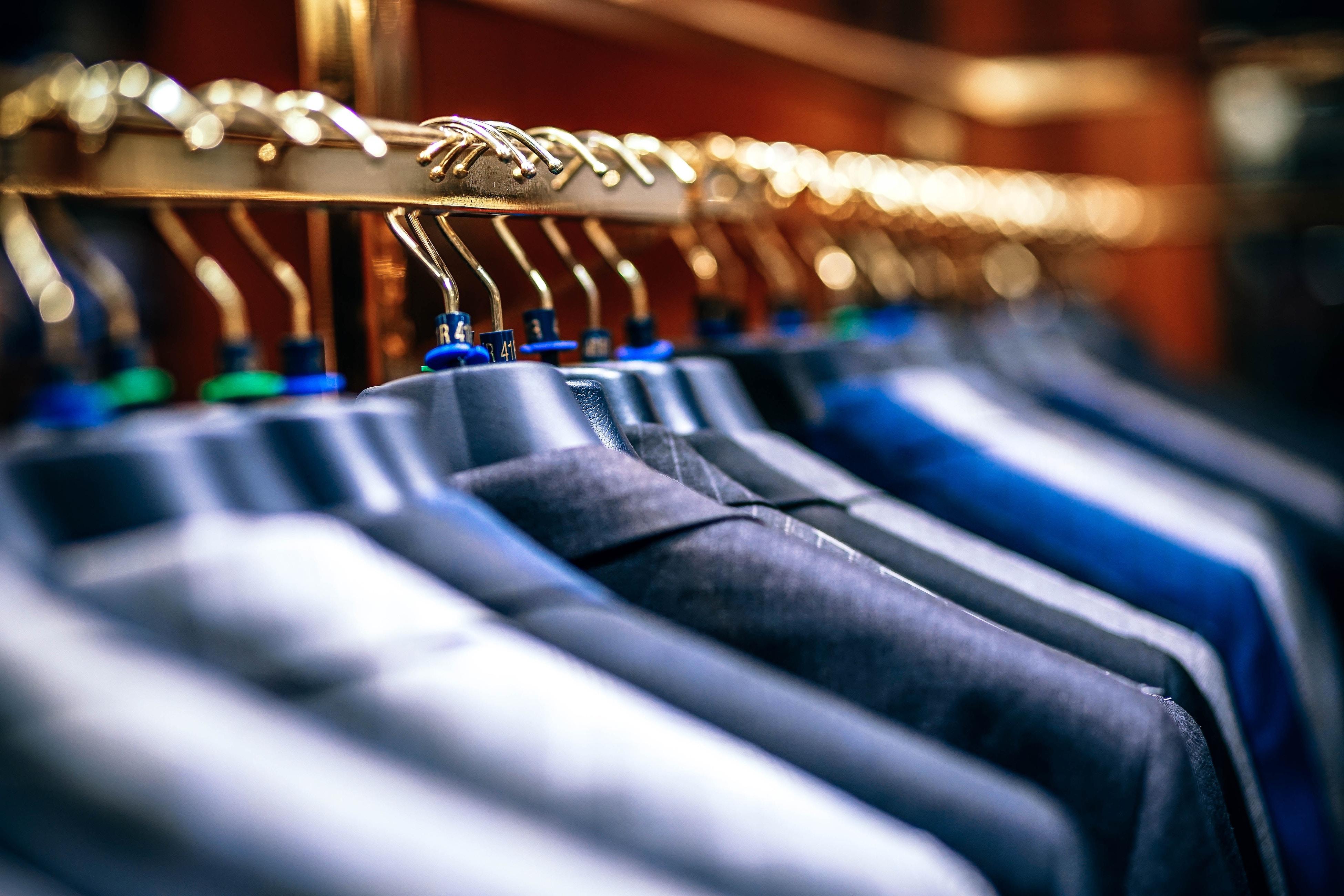プロが教える!クリーニングから戻ってきたワイシャツやスーツの正しい保管方法